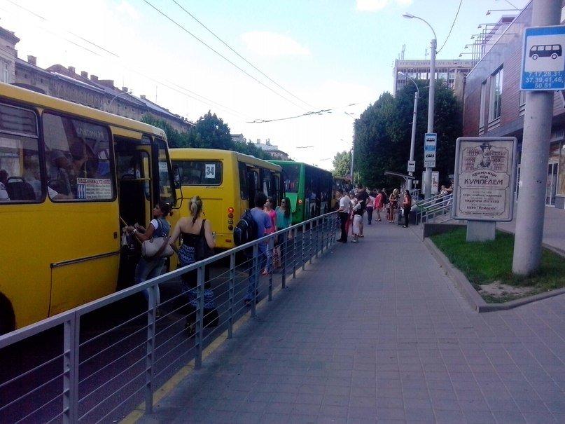 У Львові є чудо-зупинка на якій зупиняється 6-7 автобусів одночасно (ФОТО, ВІДЕО), фото-4