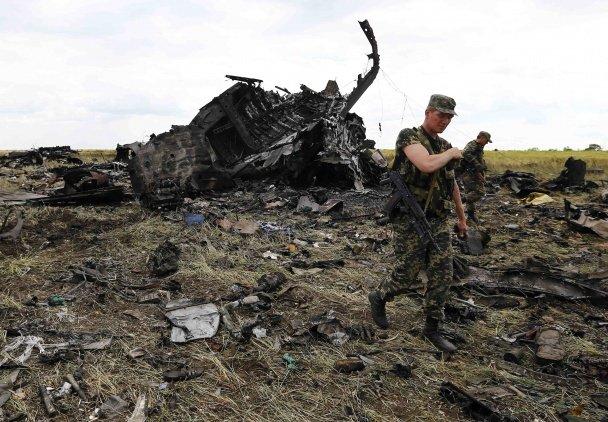 Терористи, які вбили львівського десантника, прийшли подивитися на тіла та обломки ІЛ-76 (ФОТО, ВІДЕО), фото-6