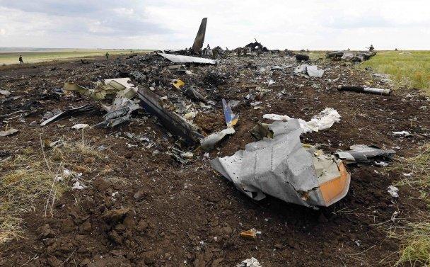 Терористи, які вбили львівського десантника, прийшли подивитися на тіла та обломки ІЛ-76 (ФОТО, ВІДЕО), фото-2