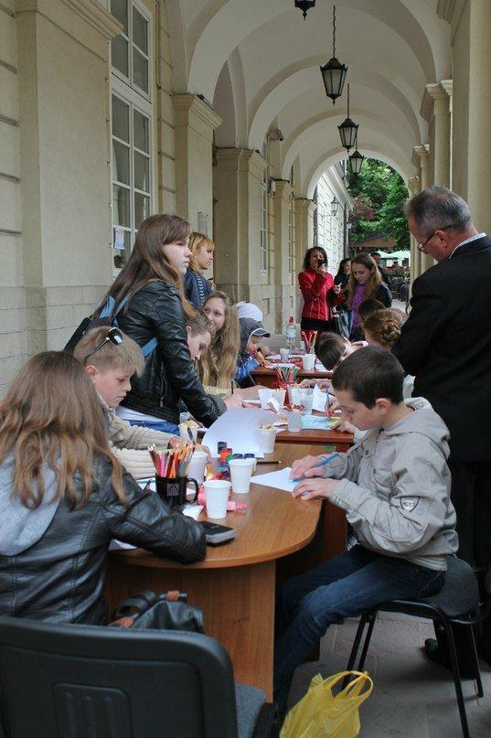 У Львові дітлахи написали листа українським солдатам (фоторепортаж), фото-7