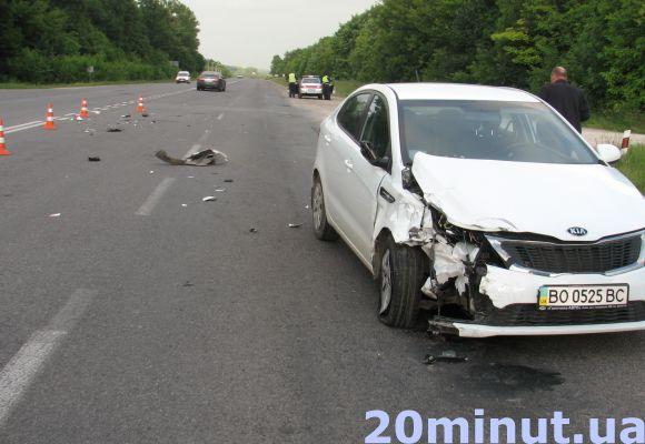 На Тернопільщині зіткнулось два авто. Вагітна жінка потрапила до лікарні (фото), фото-1