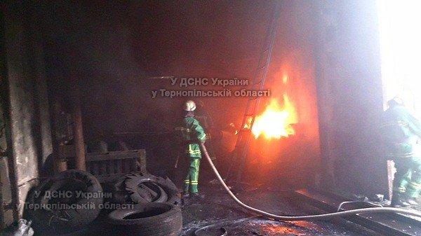 На Тернопільщині з невідомих причин виникла пожежа на території приватного підприємства (фото), фото-2