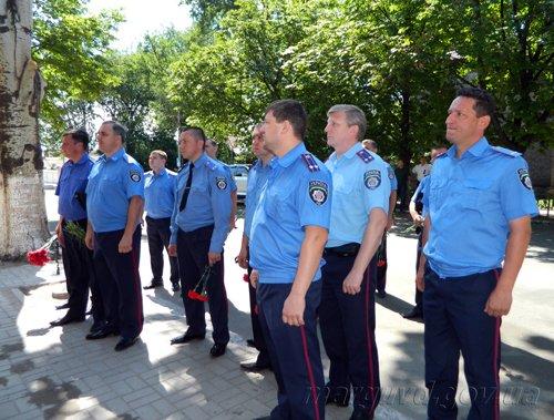 2014_06_16_Mariupol_Vozlojenie cvetov_4s