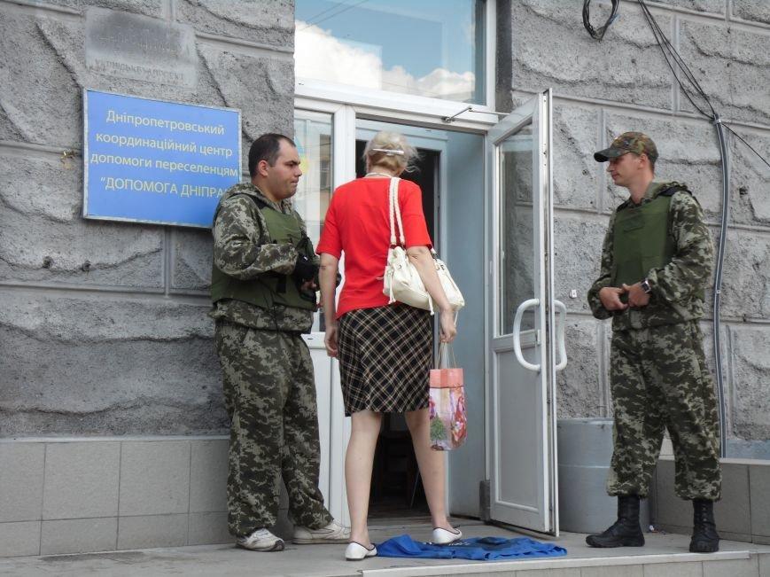 Как помогают беженцам и раненым военным из зоны АТО, которые сейчас в Днепропетровске (ФОТОРЕПОРТАЖ), фото-4