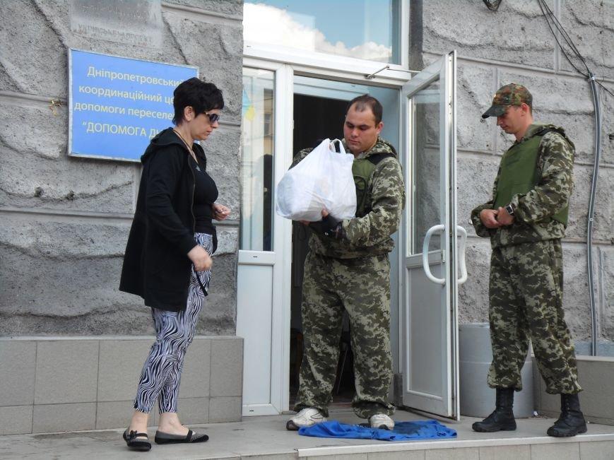 Как помогают беженцам и раненым военным из зоны АТО, которые сейчас в Днепропетровске (ФОТОРЕПОРТАЖ), фото-2