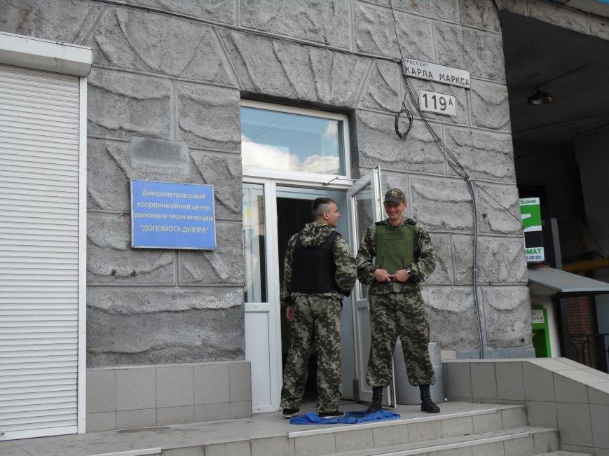 Как помогают беженцам и раненым военным из зоны АТО, которые сейчас в Днепропетровске (ФОТОРЕПОРТАЖ), фото-5