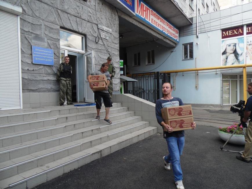 Как помогают беженцам и раненым военным из зоны АТО, которые сейчас в Днепропетровске (ФОТОРЕПОРТАЖ), фото-6