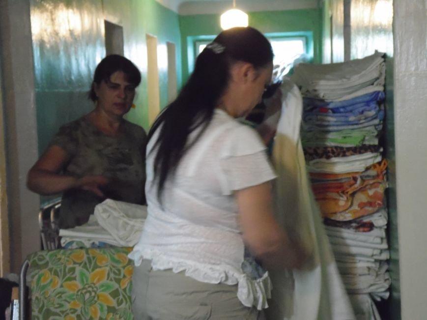 Как помогают беженцам и раненым военным из зоны АТО, которые сейчас в Днепропетровске (ФОТОРЕПОРТАЖ), фото-8