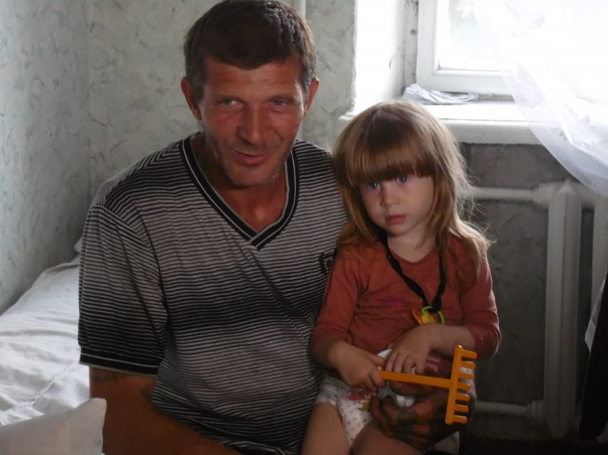 «В Днепропетровск ехали на последнем бензине», - многодетная мать, беженка из Славянска (ФОТО), фото-1