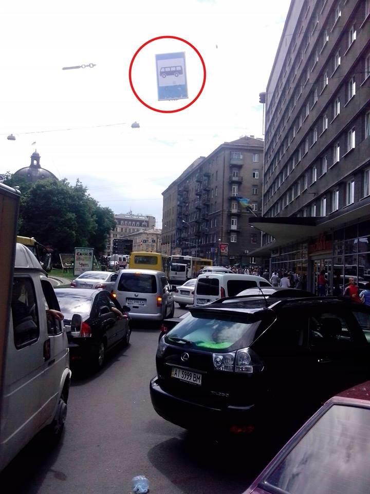 У Львові замість зупинки влаштували парковку (ФОТО), фото-2