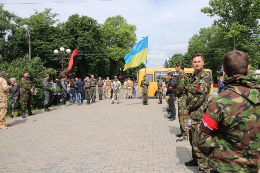 Чернигов попрощался с погибшим на Донбассе Алексеем Коноваловым, фото-2