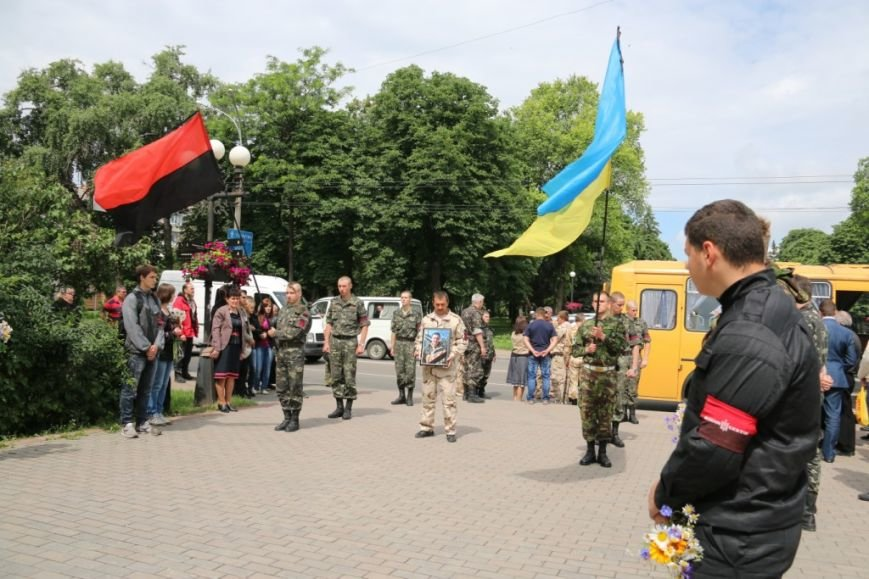 Чернигов попрощался с погибшим на Донбассе Алексеем Коноваловым, фото-3