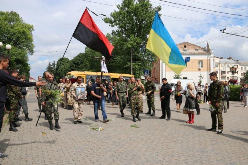 Чернигов попрощался с погибшим на Донбассе Алексеем Коноваловым, фото-6