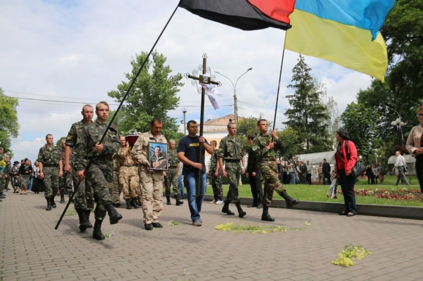 Чернигов попрощался с погибшим на Донбассе Алексеем Коноваловым, фото-7