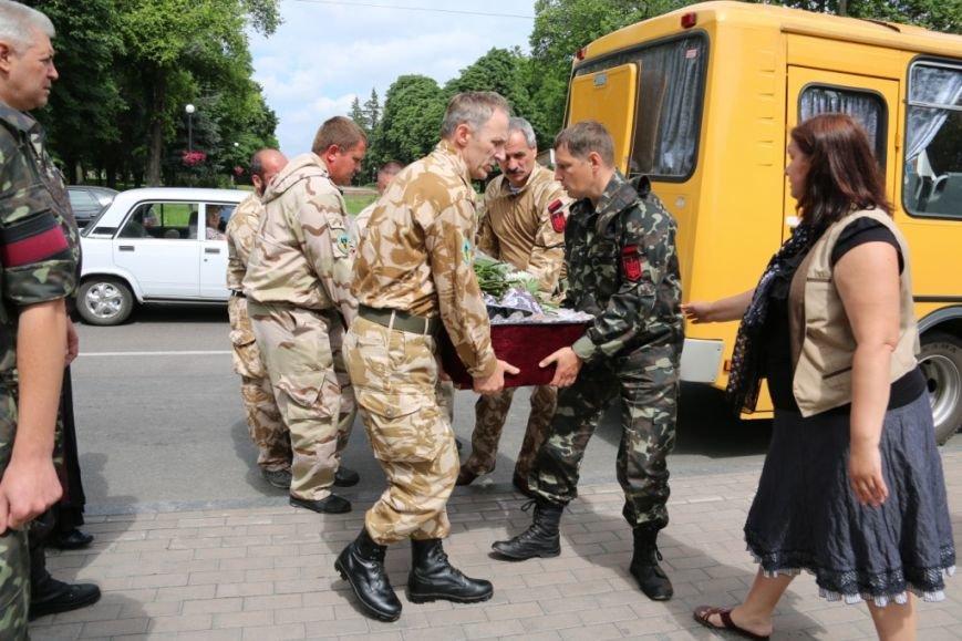 Чернигов попрощался с погибшим на Донбассе Алексеем Коноваловым, фото-5