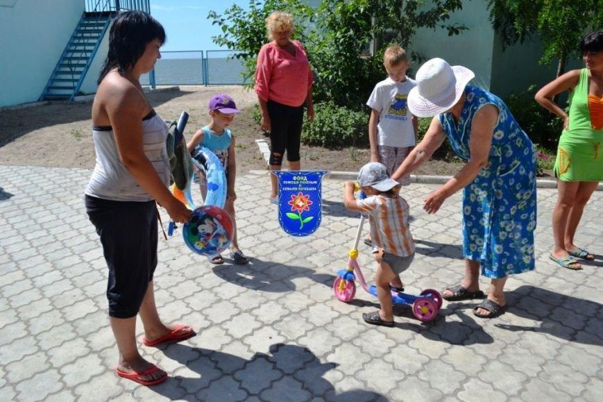Мариупольцы передали беженцам из Славянска продукты, медикаменты и детские игрушки (ФОТО), фото-11