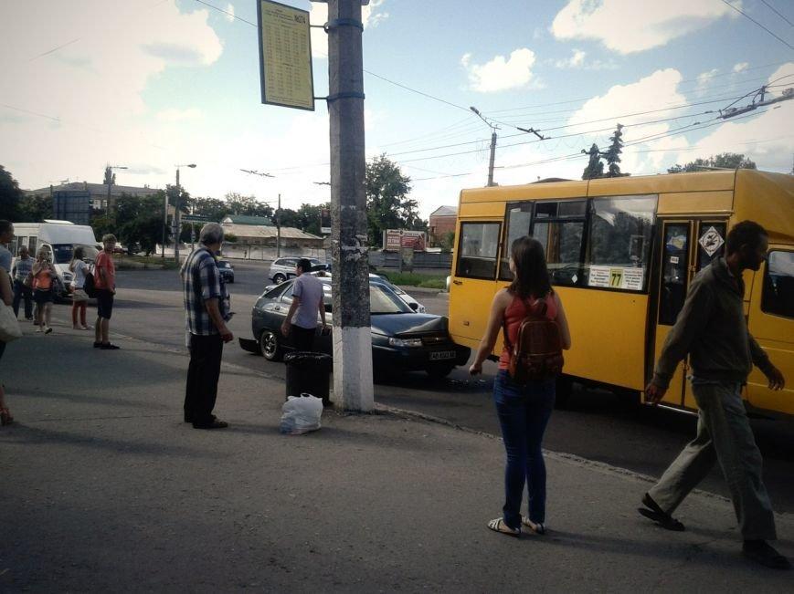 В Кировограде произошло ДТП с участием двух маршруток и легковушки, фото-1