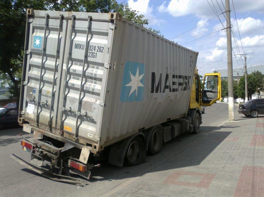 В Кировограде чуть не перевернулся грузовик (фото), фото-1
