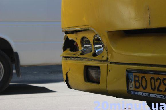 У Тернополі на Злуки маршрутка врізалася в крутий позашляховик (фото), фото-2