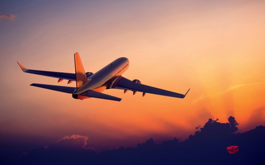 The-plane-flying-at-sunset-airliner-photography_2560x1600