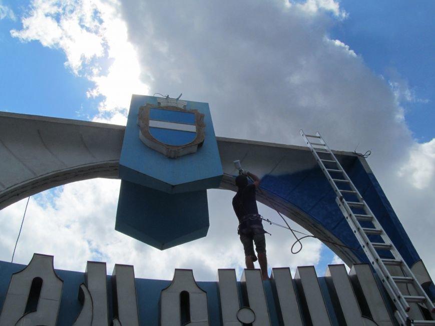 Въездные знаки «Кременчуг» сегодня начали обновляться (фото и видео), фото-9