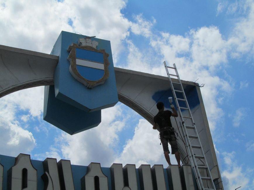 Въездные знаки «Кременчуг» сегодня начали обновляться (фото и видео), фото-2