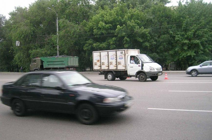В Днепропетровске под колеса грузовика попал пешеход (ФОТО), фото-1