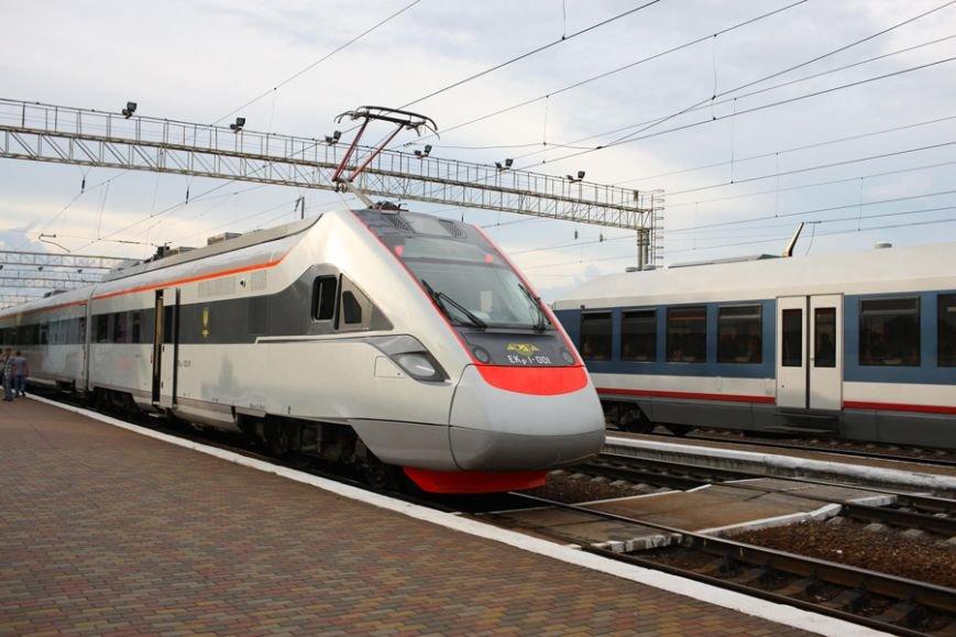 Завтра крюковские скоростные поезда соединят Киев и Львов, фото-1