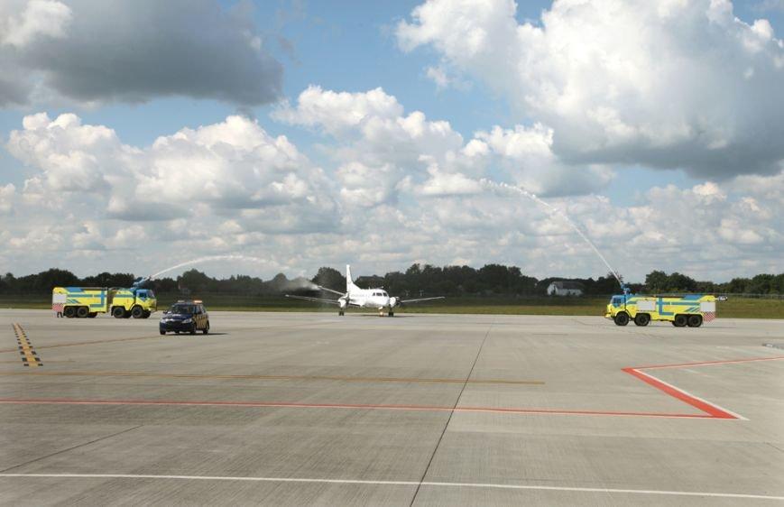 У Львові приземлився перший бюджетний рейс з Києва (ФОТО), фото-2