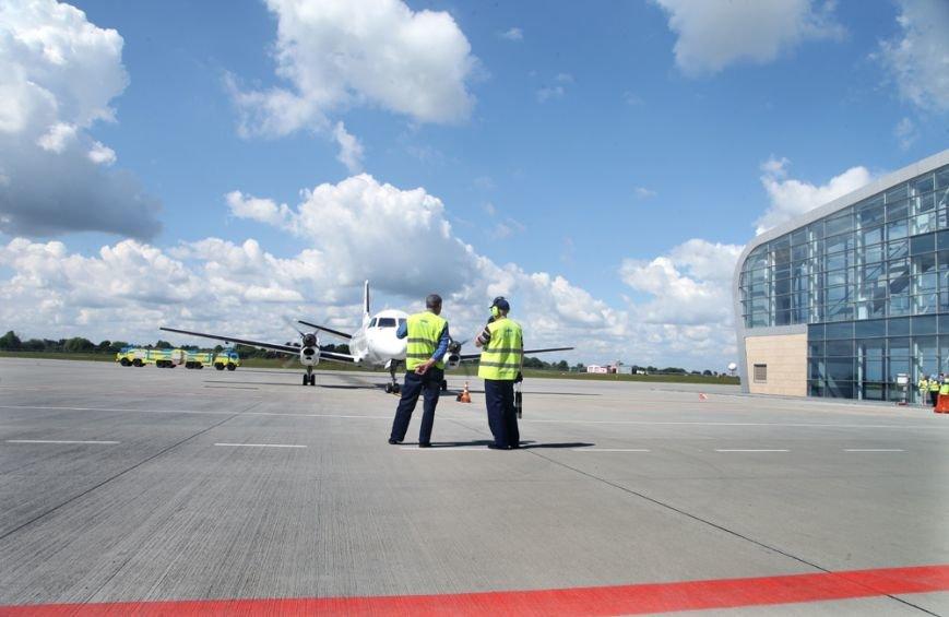У Львові приземлився перший бюджетний рейс з Києва (ФОТО), фото-3