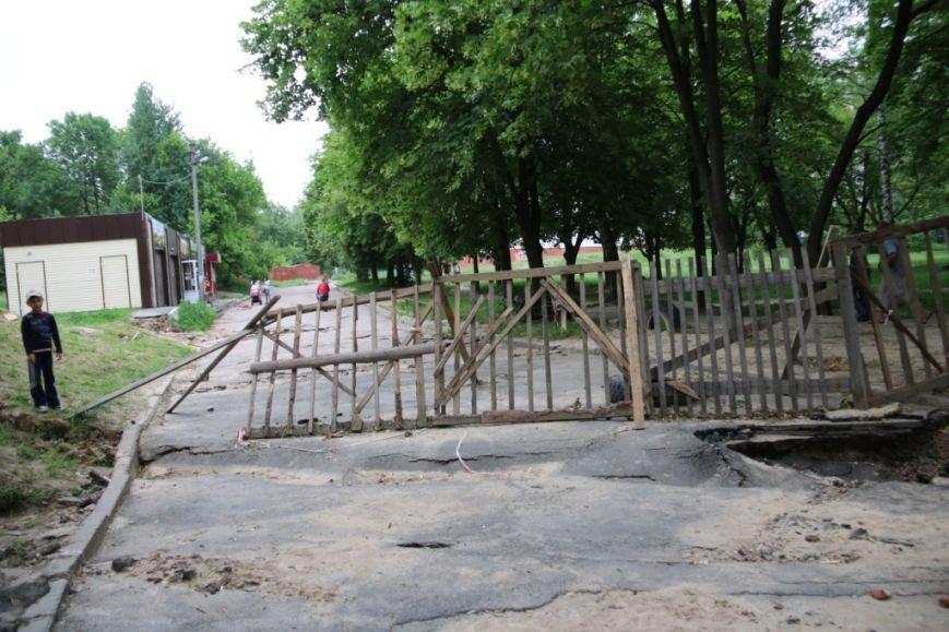 Ливневые потоки унесли асфальт в одном из черниговских дворов, фото-9