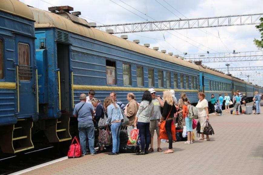 Первый поезд Чернигов-Симферополь заполнился лишь на четверть, фото-14