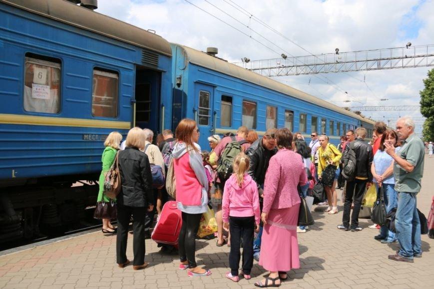 Первый поезд Чернигов-Симферополь заполнился лишь на четверть, фото-11