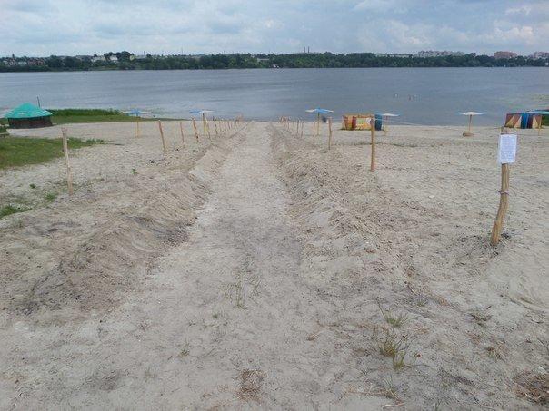 У Тернополі на «Дальньому пляжі» нещодавно з'явилася нова розвага — «зорбінг» (фото), фото-1