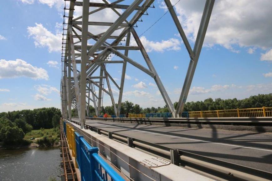 Автомобильный мост в Чернигове раскрасили в патриотические цвета, фото-1