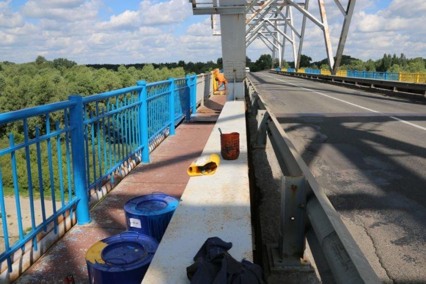 Автомобильный мост в Чернигове раскрасили в патриотические цвета, фото-7