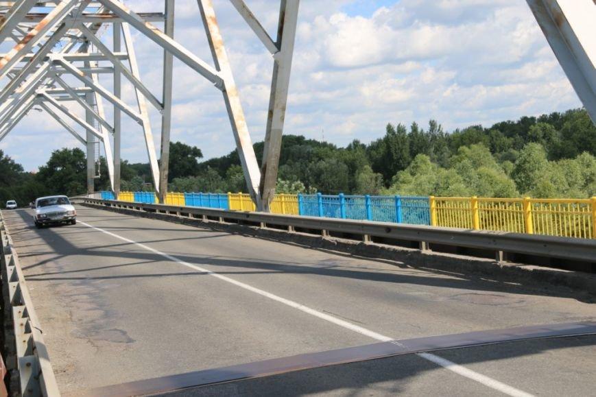 Автомобильный мост в Чернигове раскрасили в патриотические цвета, фото-8