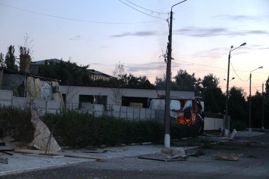 Последствия штурма танковой базы в Артемовске 20 июня: разбитые дороги, гильзы и пожар (ФОТО), фото-4