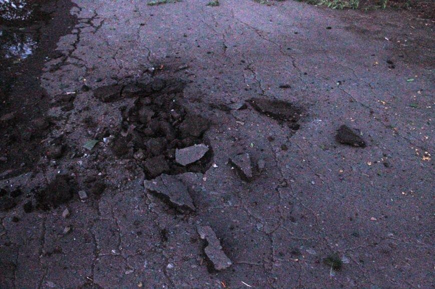 Последствия штурма танковой базы в Артемовске 20 июня: разбитые дороги, гильзы и пожар (ФОТО), фото-9