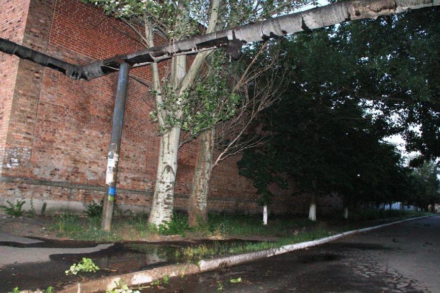 Последствия штурма танковой базы в Артемовске 20 июня: разбитые дороги, гильзы и пожар (ФОТО), фото-13