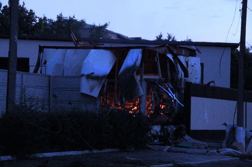 Последствия штурма танковой базы в Артемовске 20 июня: разбитые дороги, гильзы и пожар (ФОТО), фото-6