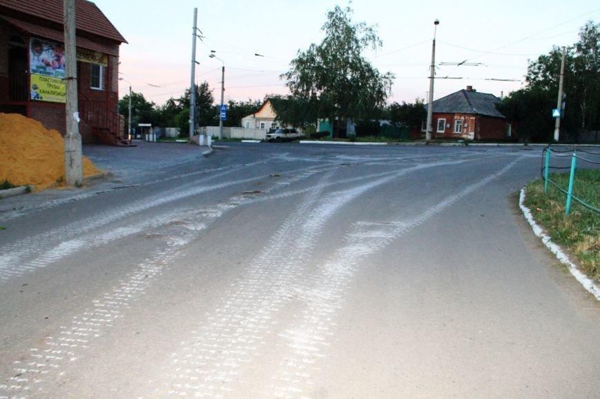 Последствия штурма танковой базы в Артемовске 20 июня: разбитые дороги, гильзы и пожар (ФОТО), фото-16