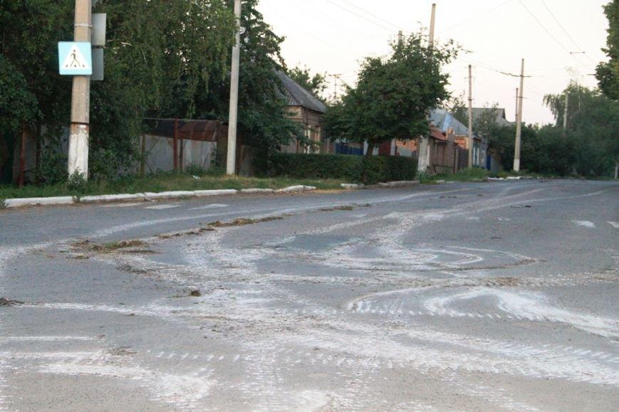 Последствия штурма танковой базы в Артемовске 20 июня: разбитые дороги, гильзы и пожар (ФОТО), фото-18