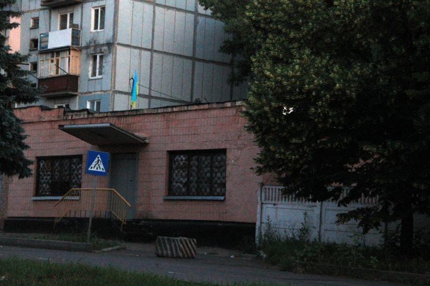 Последствия штурма танковой базы в Артемовске 20 июня: разбитые дороги, гильзы и пожар (ФОТО), фото-11