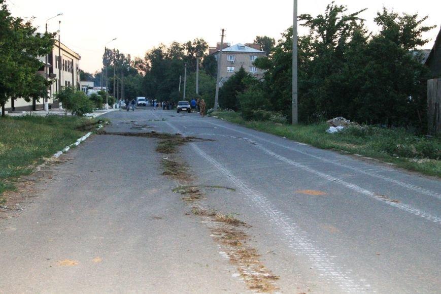 Последствия штурма танковой базы в Артемовске 20 июня: разбитые дороги, гильзы и пожар (ФОТО), фото-14