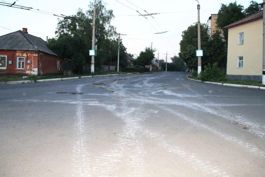 Последствия штурма танковой базы в Артемовске 20 июня: разбитые дороги, гильзы и пожар (ФОТО), фото-17