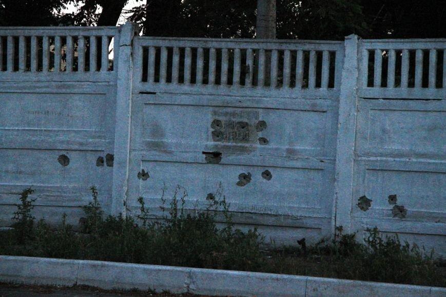 Последствия штурма танковой базы в Артемовске 20 июня: разбитые дороги, гильзы и пожар (ФОТО), фото-8