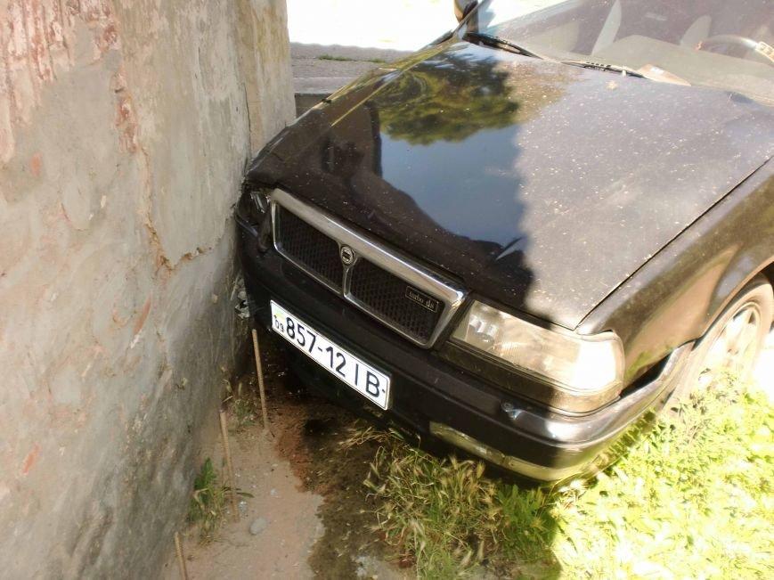 В Днепропетровске столкнулись два автомобиля (ФОТО), фото-2