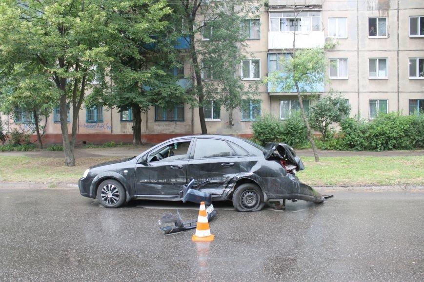 ДТП в Кривом Роге: от удара «Ниссана» «Шевроле» ударился в столб и отлетел ещё на  20 метров, фото-8