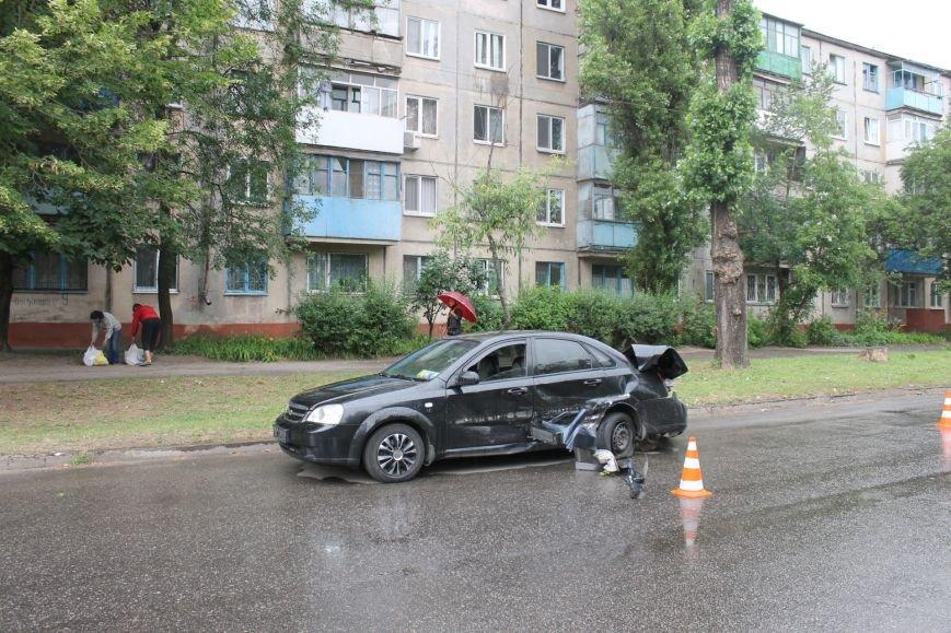 ДТП в Кривом Роге: от удара «Ниссана» «Шевроле» ударился в столб и отлетел ещё на  20 метров, фото-9